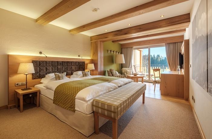 Sonnenalp Resort: Gemütliche & großräumige Zimmer und Suiten erwarten die Gäste