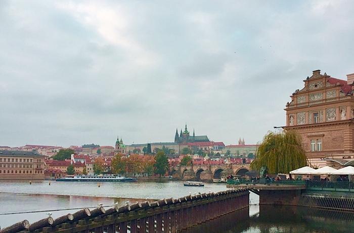 Hotelcheck Hotel Unic, Prag: Aussicht auf die Karlsbrücke bei Herbstwetter
