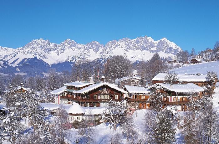 Blick auf das Tennerhof Gourmet & Spa de Charme Hotel in Kitzbühel eingebettet in Schneekulisse.