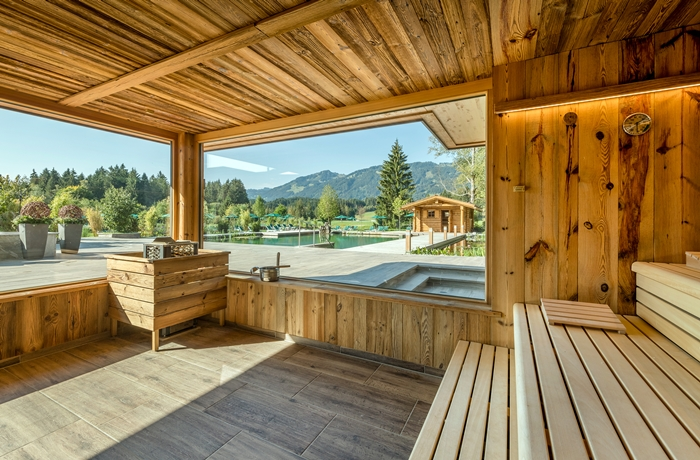 Sonnenalp Resort im Oberallgäu: Die Sauna mit Panorama Bergblick