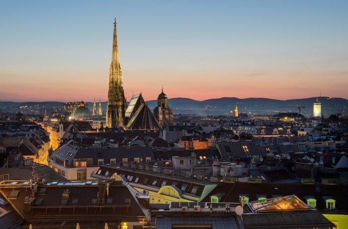 Silvesterurlaub 2019: Blick über Wien in Abenddämmerung